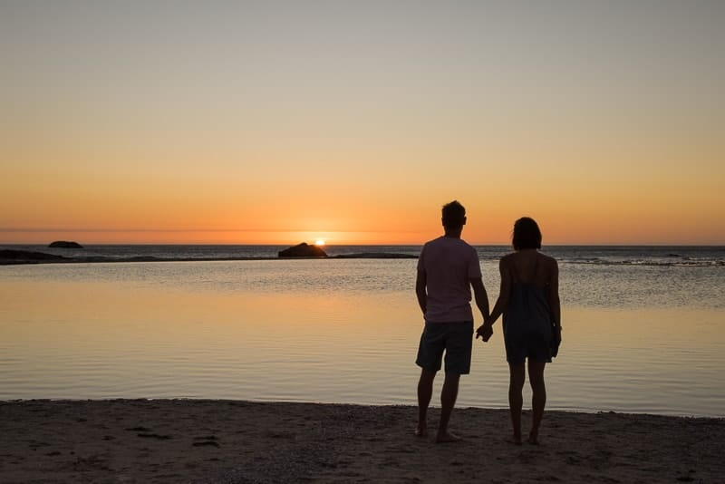 How to photograph great silhouettes on the beach at sunset
