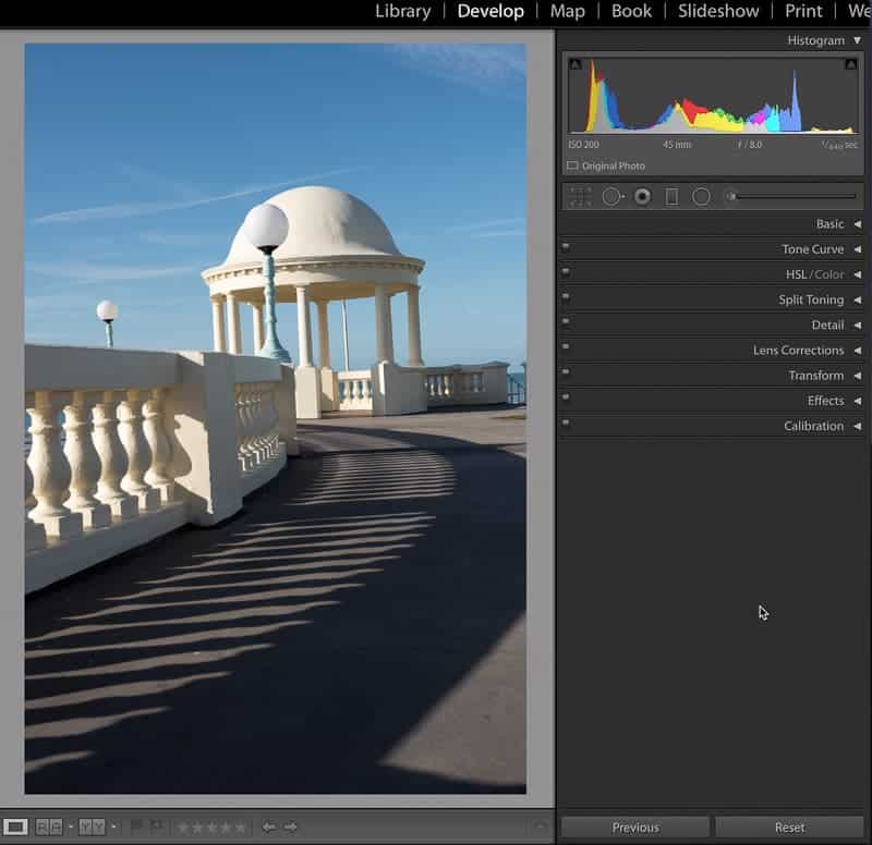 Straighten vertical lines in Lightroom