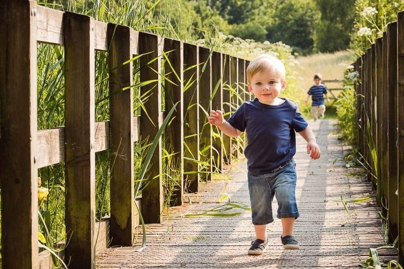 Mirrorless camera eye autofocus for running children